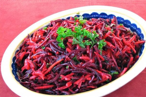 Салат из свежей свеклы фото