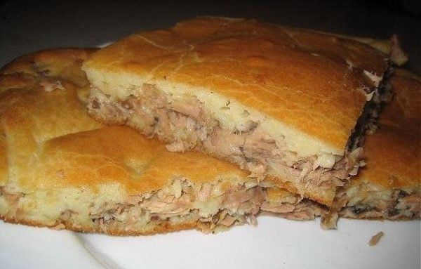 Быстрый пирог с рыбными консервами на кефире рецепт с