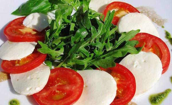 Салат капрезе: правильний рецепт з фото