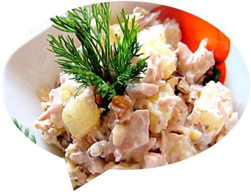 Салат курица с ананасами сыром и орехами
