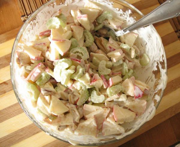 Салат из корня сельдерея и куриной грудки