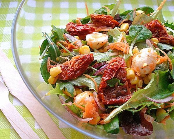Салат с вялеными помидорами фоторецепт