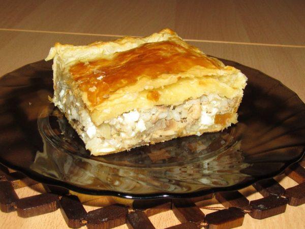 Как сделать тесто для пирога с рисом и консервой
